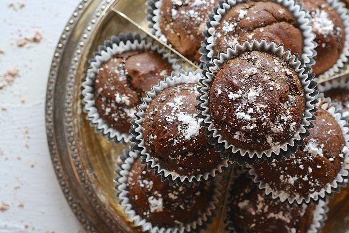 cupcakes-1452178__480.jpg